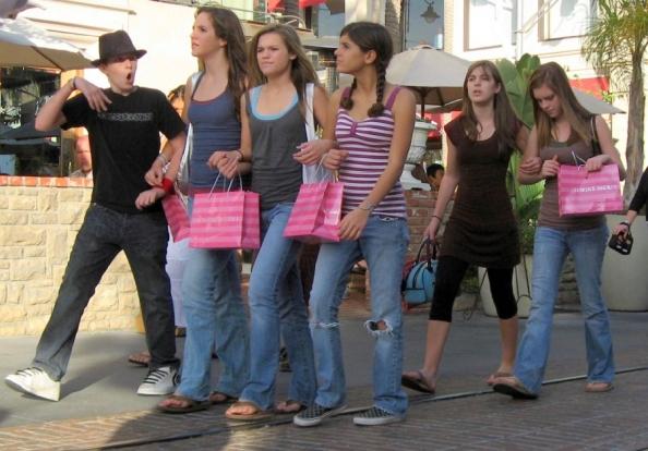 jovens-no-shopping1