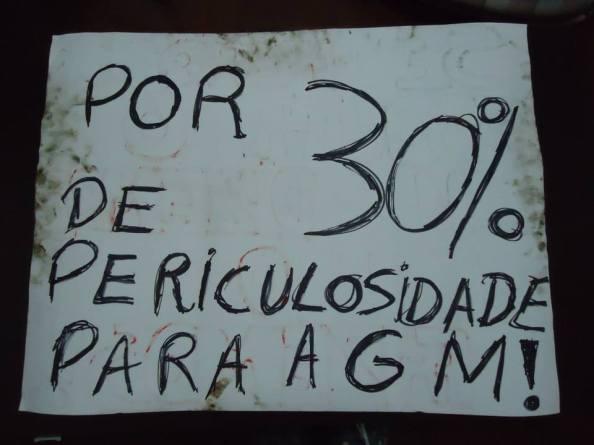 O cartaz que Gabriela Feliciano desenhou para mim e que carreguei. Foto de Juliana Machado Amstalden