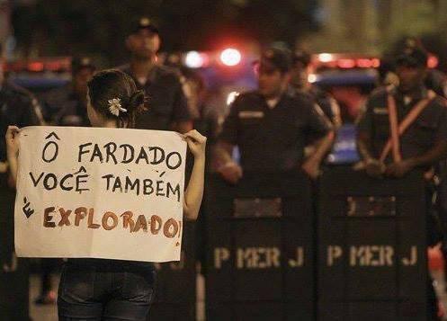 Fonte http://paroutudo.com/2013/06/18/protesto-com-criatividade-fica-melhor-ainda-conhecam-os-melhores-cartazes-e-virais-da-internet-bcq/protestos-manifestacao-todo-brasil-brasilia-cartazes-criativos-vem-pra-rua-babado-confusao-queirda-4/
