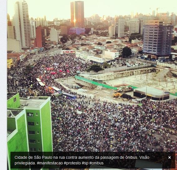 Concentração no Largo da Batata em São Paulo. Fonte: http://www.correiobraziliense.com.br/app/noticia/brasil/2013/06/17/interna_brasil,371834/milhares-de-manifestantes-tomam-as-ruas-de-sp-em-novo-protesto.shtm