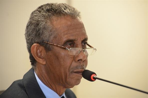 Fonte da imagem e do vídeo: http://www.camarapiracicaba.sp.gov.br/joao-manoel-comenta-decisao-da-justica-contra-a-camara-19455