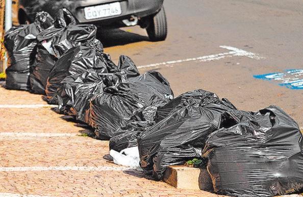 Fonte: http://correio.rac.com.br/_conteudo/2014/04/ig_paulista/167775-nova-greve-de-garis-surpreende-piracicabanos.html