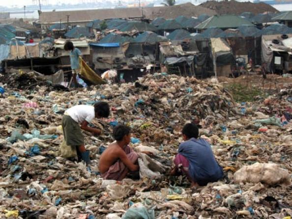Fonte da imagem: http://www.24horasnews.com.br/noticias/ver/brasil-reduziu-a-pobreza-mas-enfrenta-crescimento-da-violencia.html
